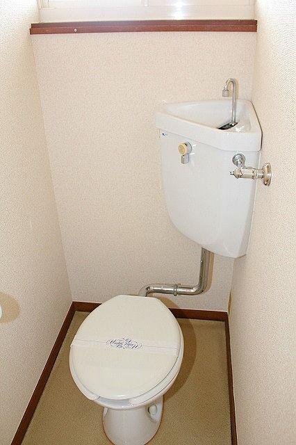 トイレにも窓有り 温水洗浄便座設置します