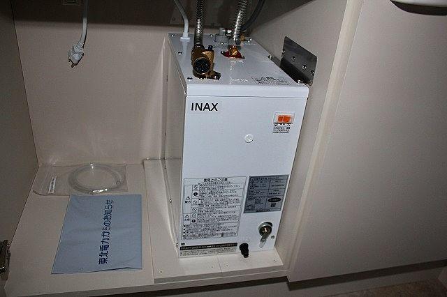 流し台下部 温水器
