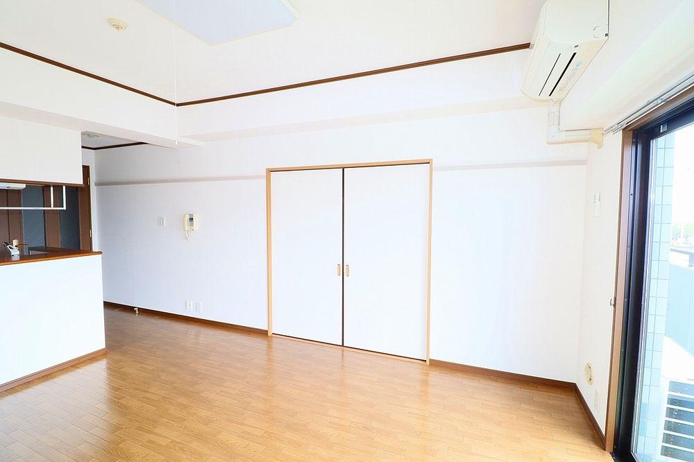 リビング、和室間仕切り戸を閉めれば独立したお部屋