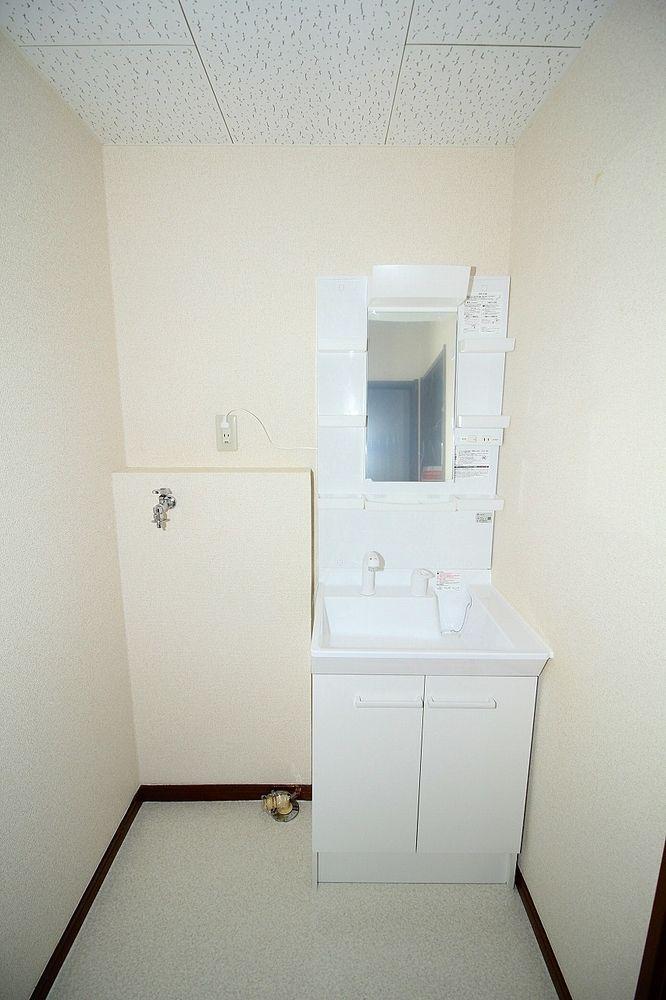 忙しい朝もおまかせ、洗髪洗面化粧台です 洗濯機置き場