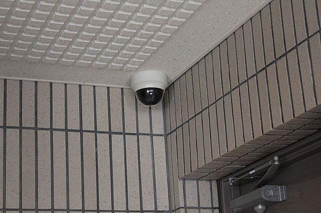 エントランス 防犯カメラ