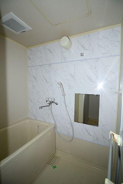 浴室鏡付き