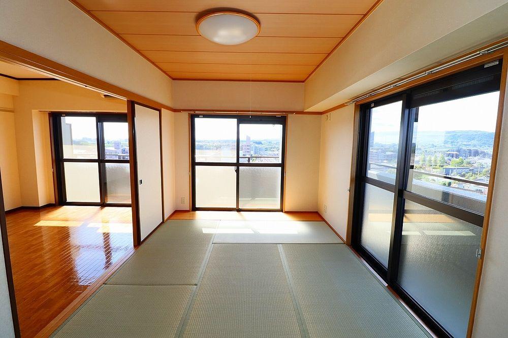 こちらのお部屋も日当たり良好です 気軽に横になれる和室は魅力♪