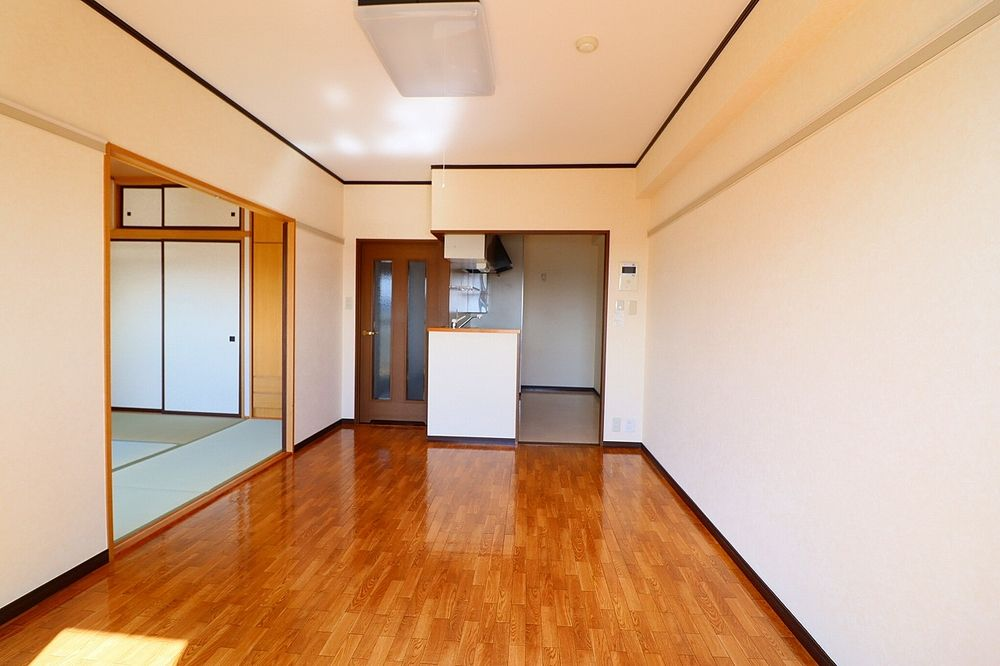 LDKと和室合わせて約16帖の広々空間