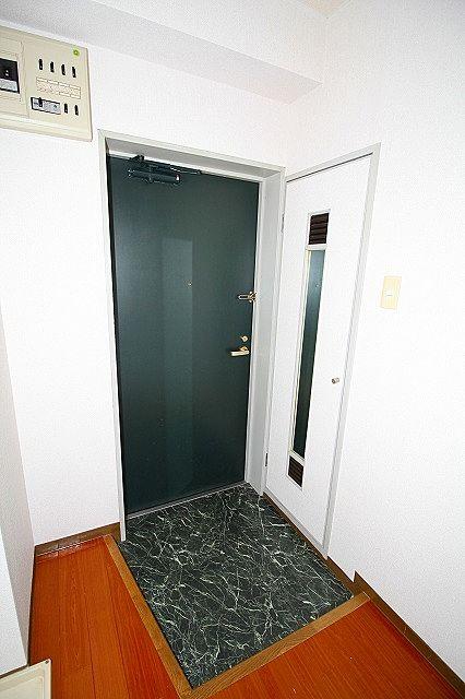 下駄箱扉には姿見が付いています♪