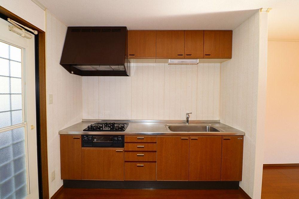 収納スペース、作業スペースが広いキッチンは奥様にうれしいポイント!