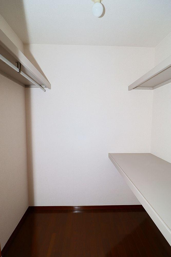 ウォークインクローゼット付き、お部屋もすっきり片づけられます