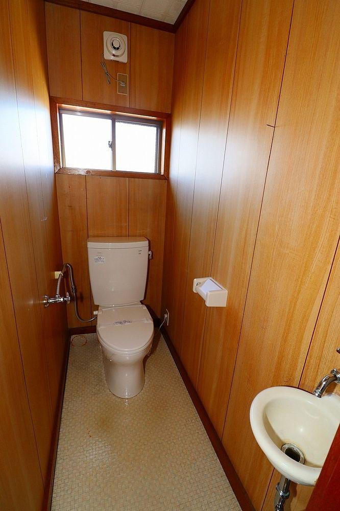 トイレは窓付き