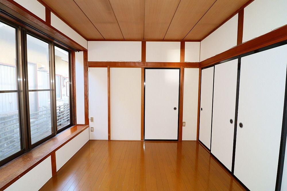 洋室、和室間