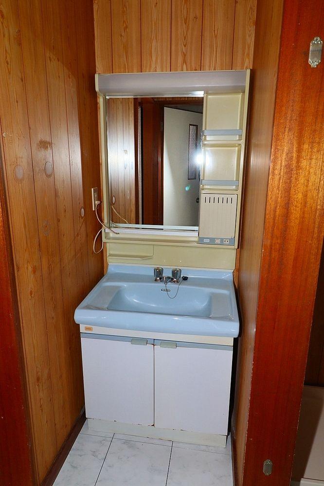 朝の身支度にも便利な洗面台