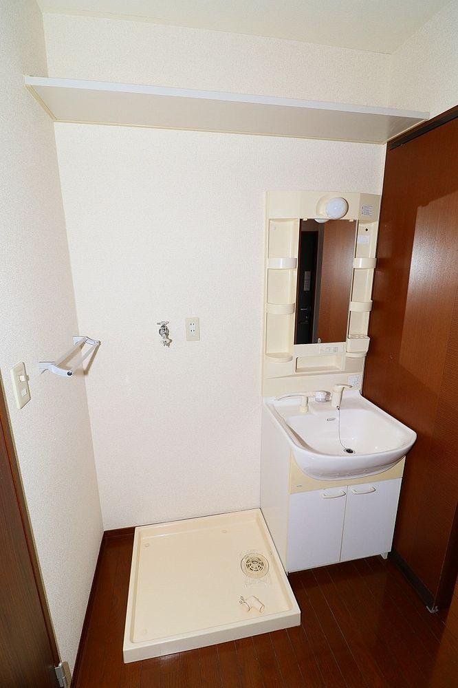 洗面、脱衣所 朝の身支度にも便利なシャワー付き洗面台