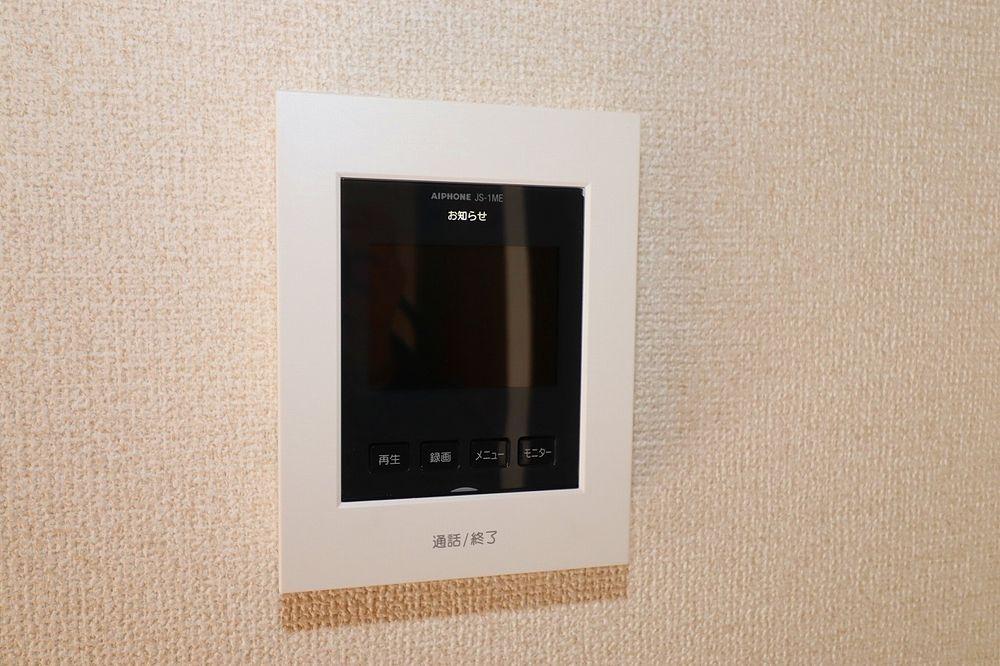 来訪者の対応はTVモニター付インターホンで