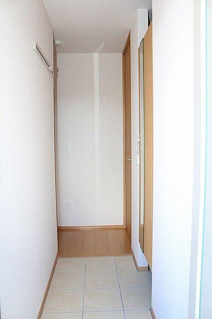 玄関横にシューズイングローゼットがついているので、片付いた玄関がキープできます