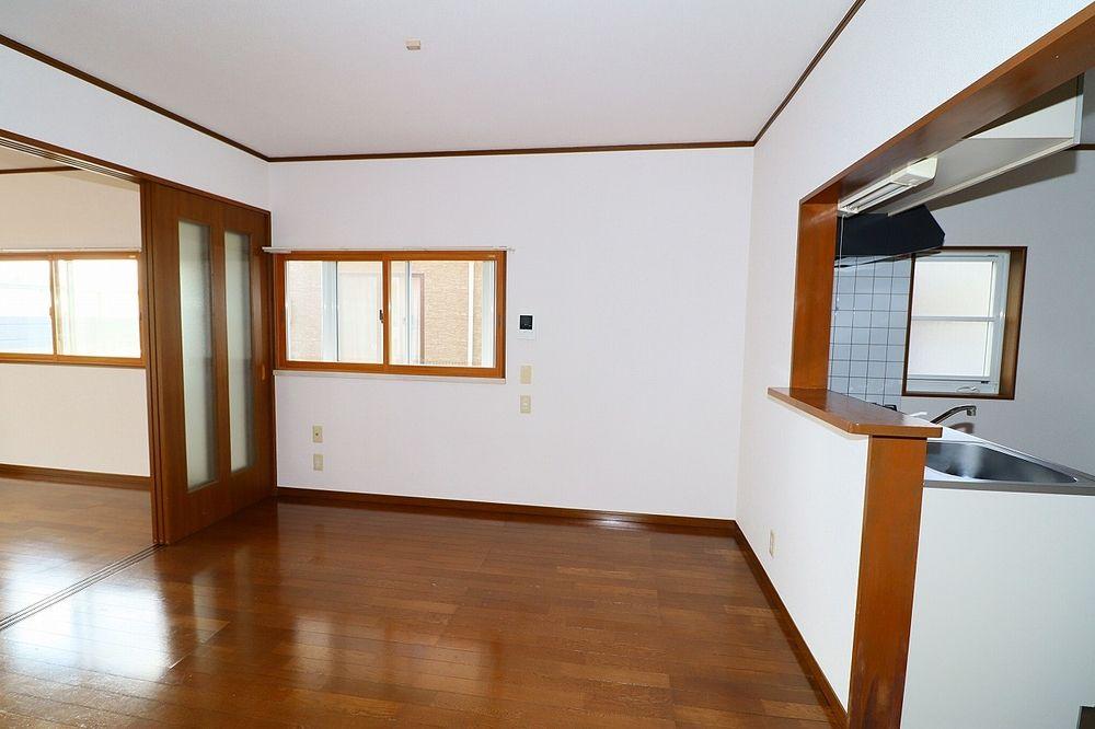 洋室は横窓付き