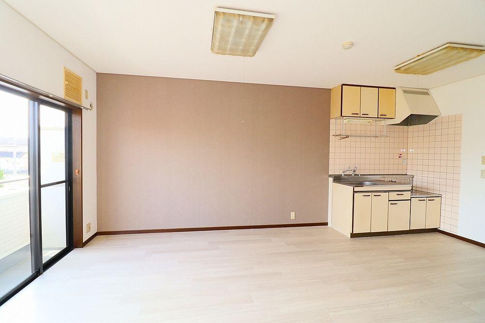 冷蔵庫や棚を置くスペースも有り