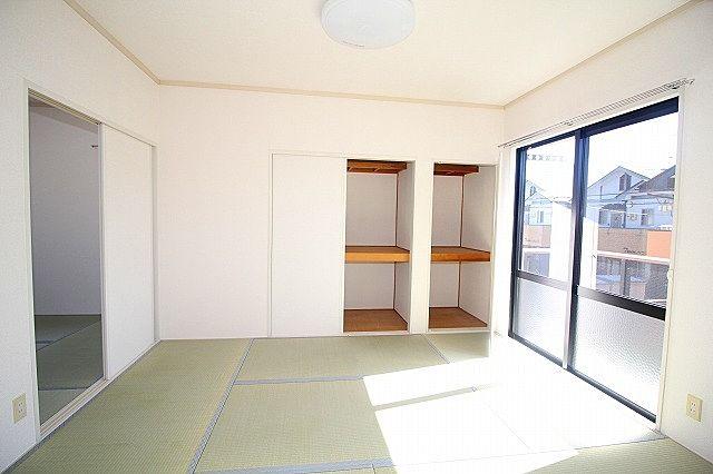 南和室 収納は上部棚付き