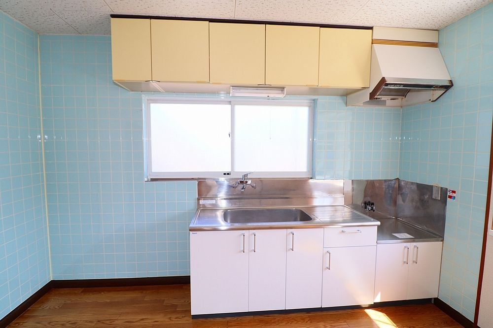 窓が有り明るいキッチン 換気も出来ます