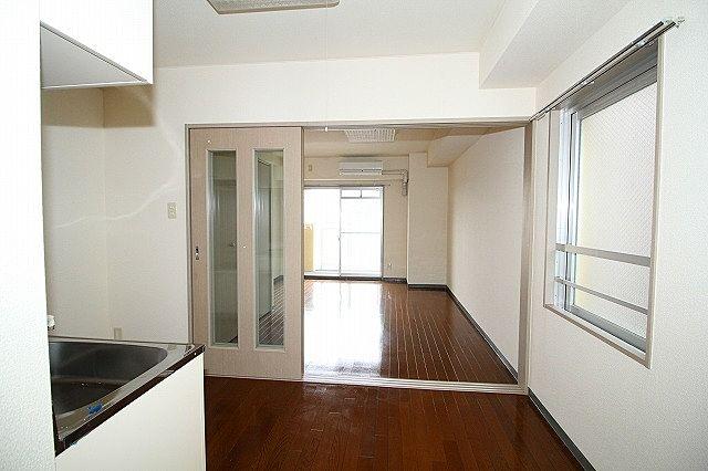キッチン、洋室間仕切り戸を開ければ解放感UP!
