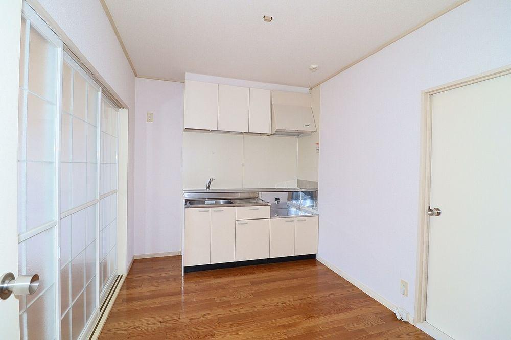 キッチンは食器やお鍋もしまえる収納もしっかりあります