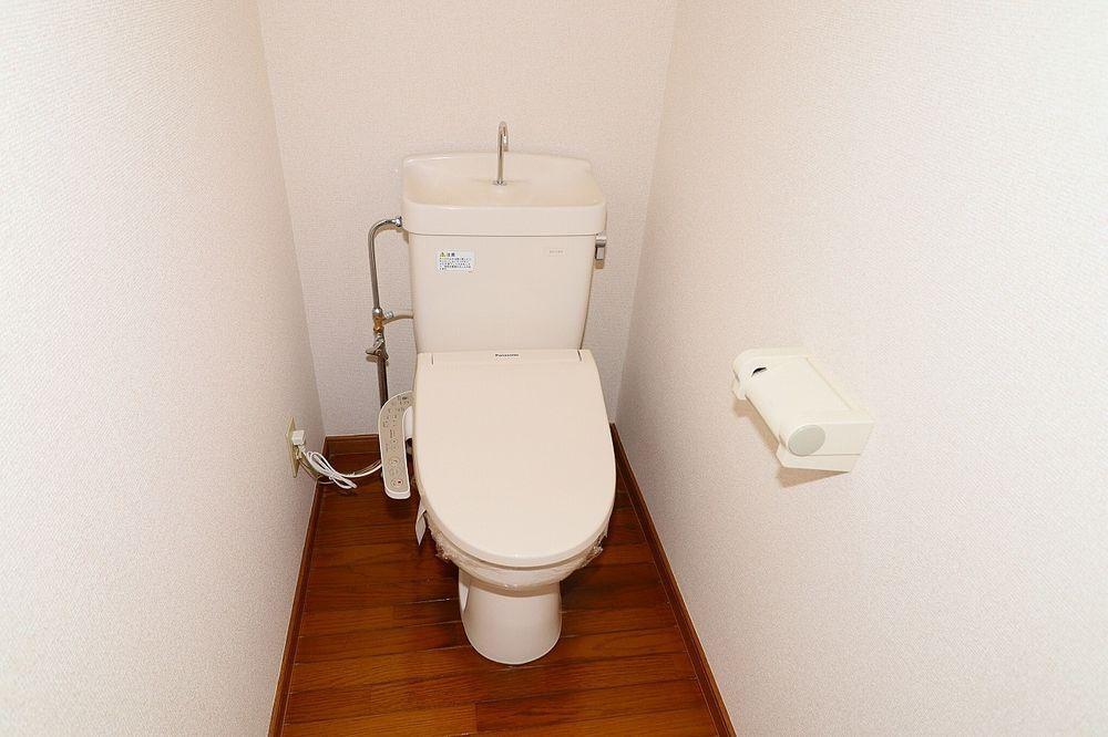 トイレは温水洗浄便座付き