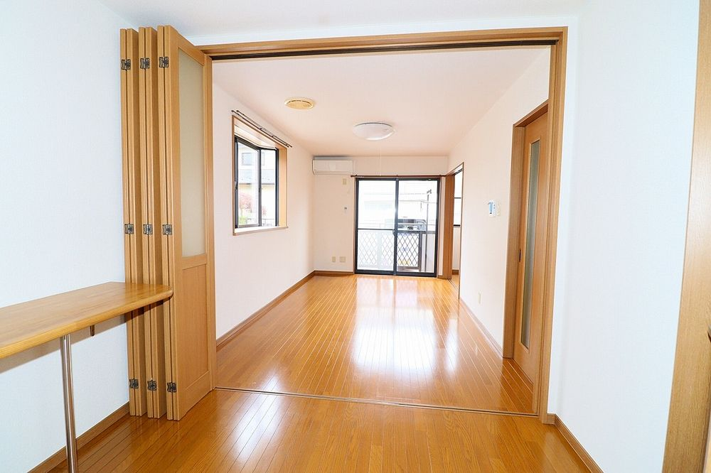 キッチンから洋室、折戸を開けて、LDKとして利用!