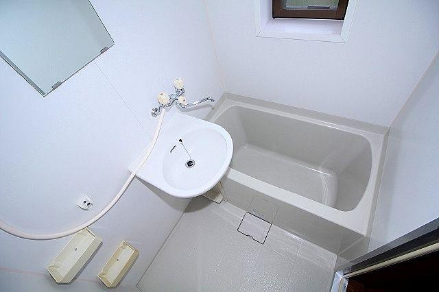 浴室は洗面ボール付き キッチンで歯磨き不要 窓もあります