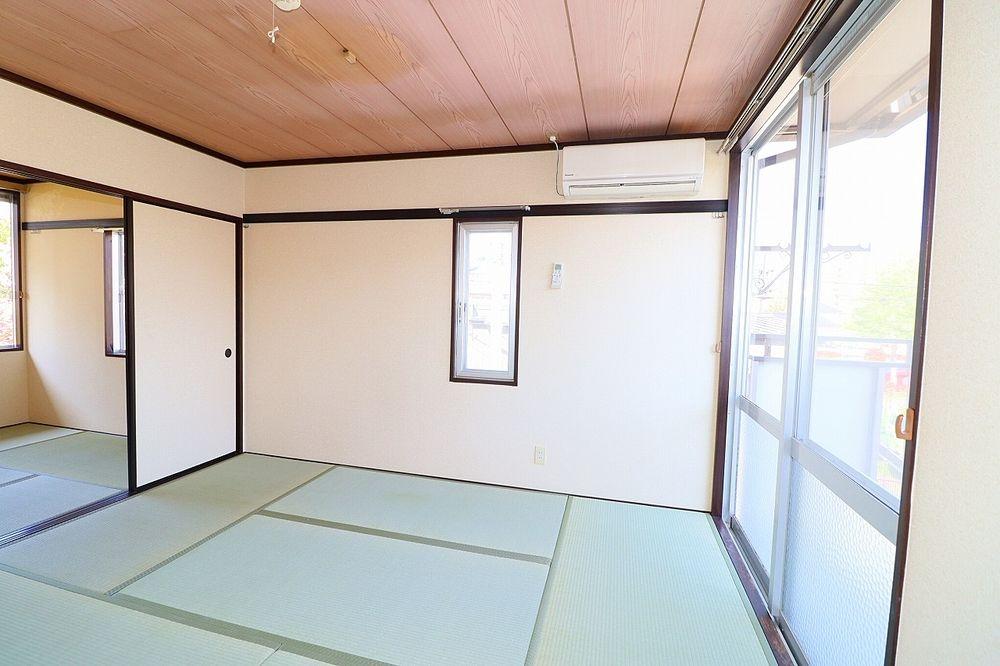 和室は横窓付き 換気もらくらく♪
