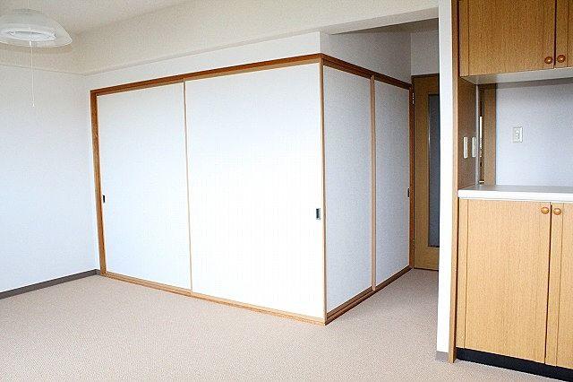 和室との襖を閉めれば独立したお部屋に