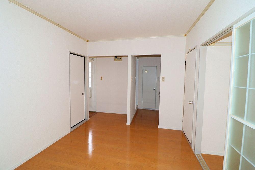 キッチンから玄関、脱衣所入口