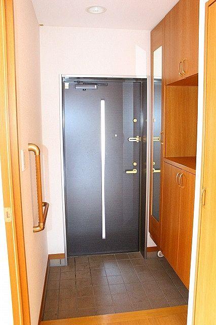 下駄箱扉は姿見付き、お出かけ前に全身チェック!