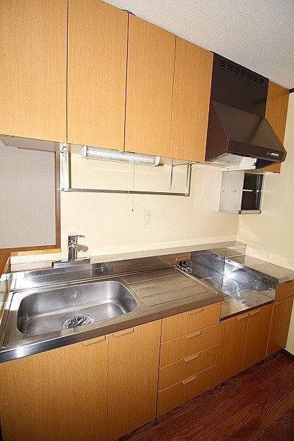 食器やお鍋もしまえる収納もしっかりあります