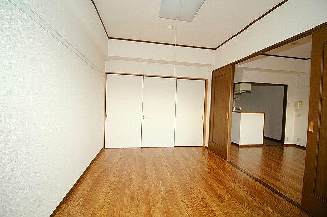 南洋室 和室間襖を閉めれば独立したお部屋