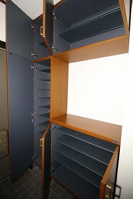 下駄箱は棚の高さを変えられぬのでブーツの収納もできます
