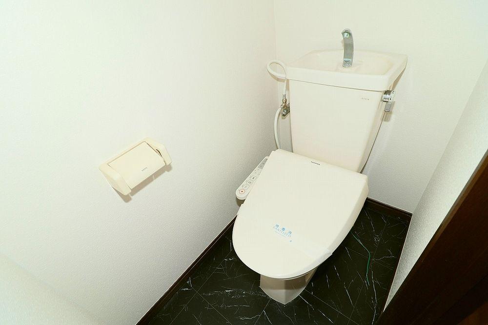トイレはお尻にやさしい温水洗浄便座付き