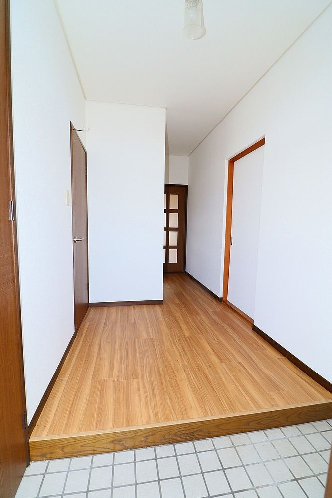 広い玄関はベビーカーやゴルフバッグも置くことが出来ます♪