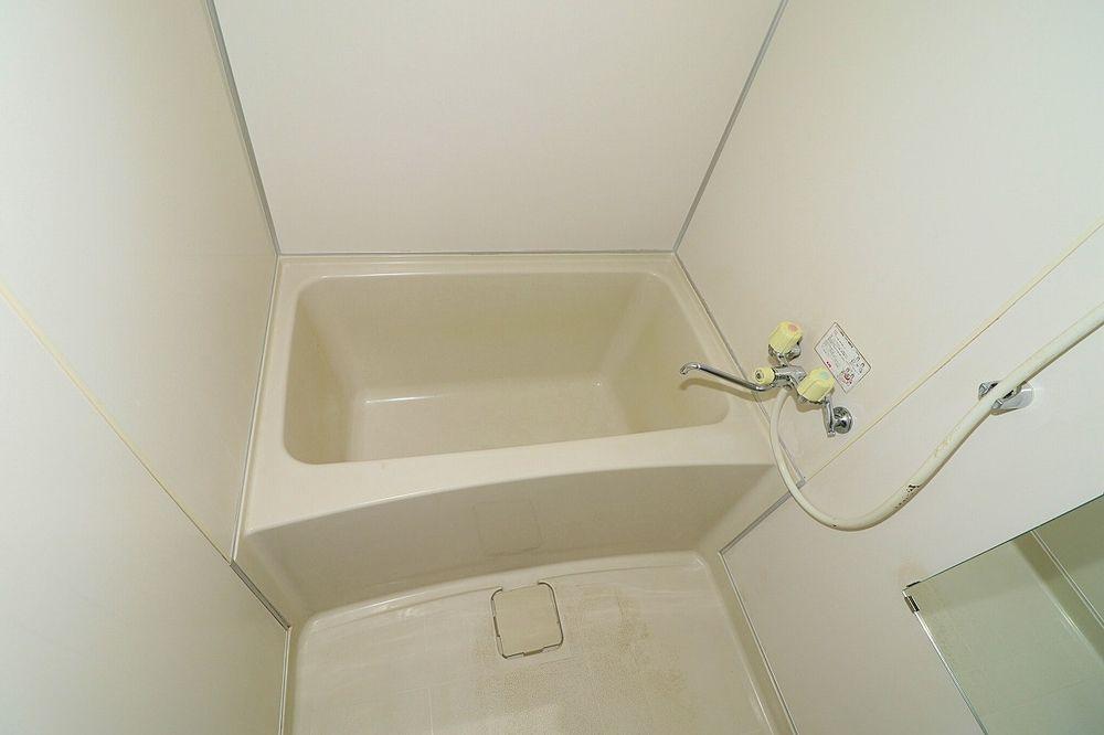 浴室は鏡もあります
