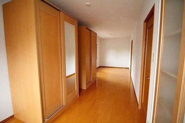 仕切り戸を壁側に寄せれば12帖の広いお部屋