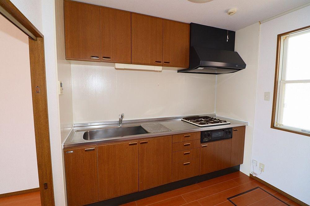 大型キッチンは食器やお鍋もしまえる収納もしっかりあります