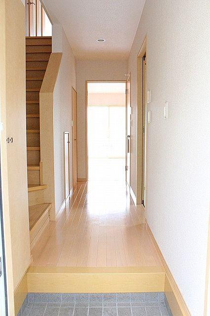 玄関、廊下、階段