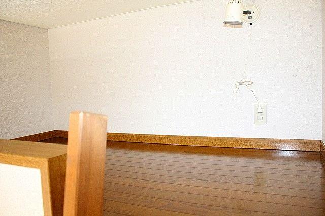 ロフトは寝床や物置として利用もできます