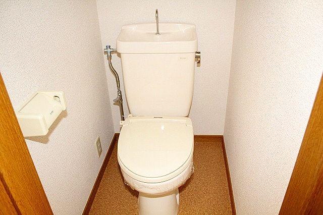 トイレは温水洗浄便座にします♪
