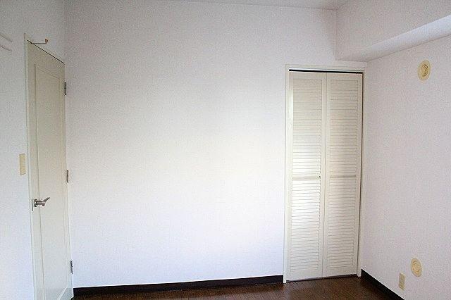 出窓付きの洋室です