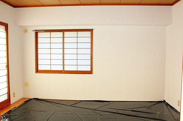 横窓付き和室