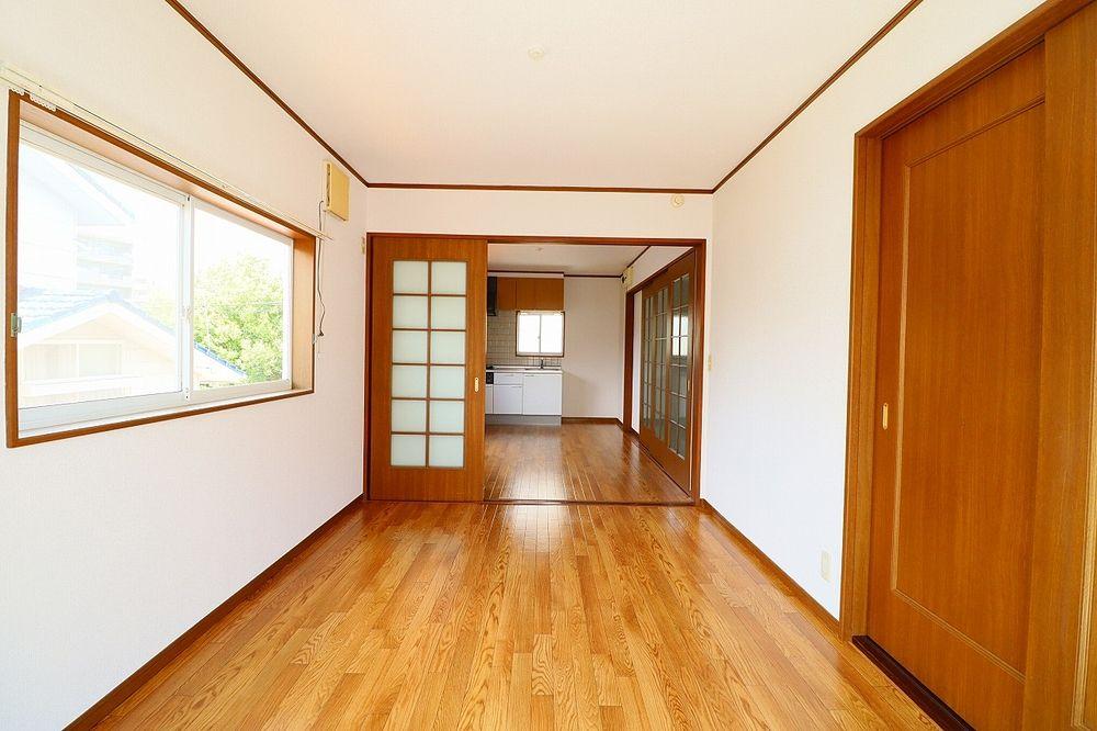 仕切り戸を開けて広いお部屋として利用もできます