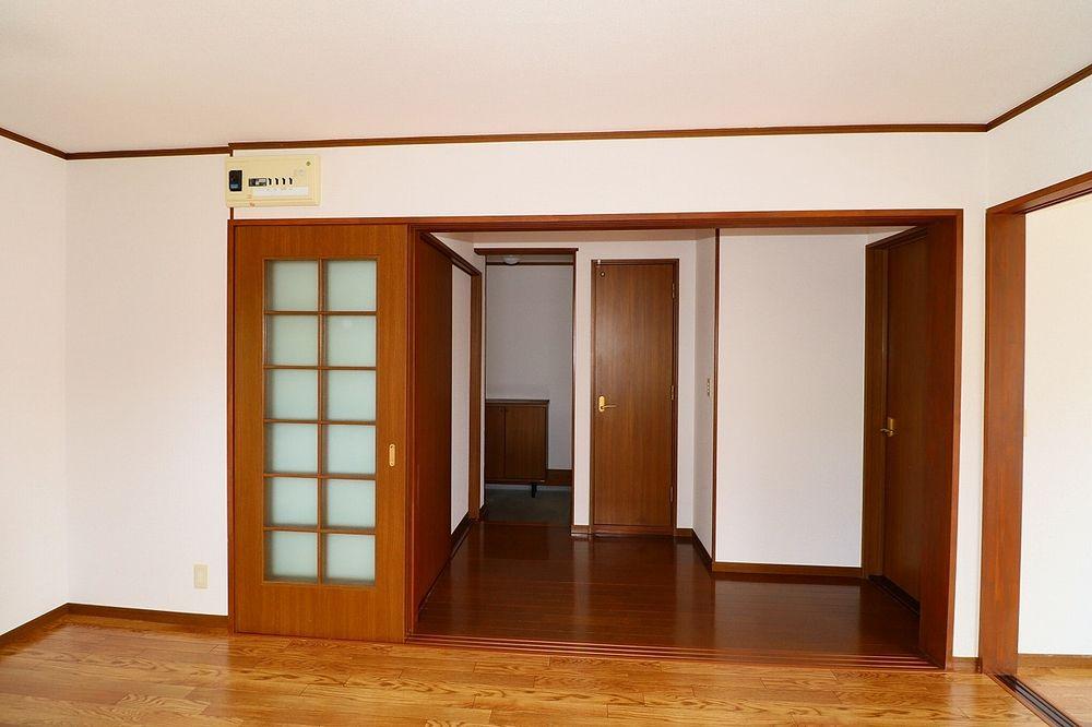 DKと廊下間 仕切り戸を開ければ解放感UP!
