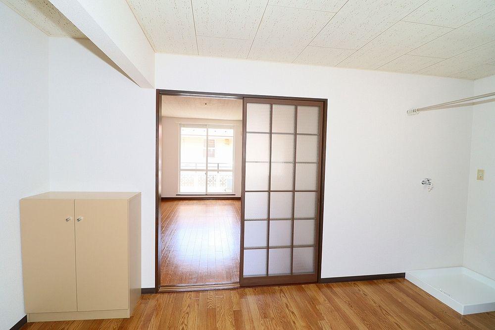 キッチン、洋室間