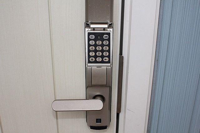 玄関はデジタルキー対応 鍵を持たず、暗証番号で開錠できます
