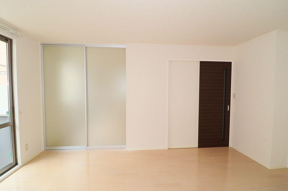洋室間仕切り戸を閉めれば独立したお部屋