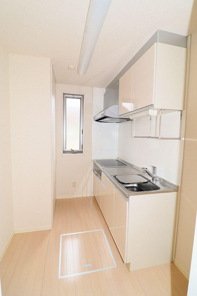二人でお料理も出来るキッチンスペース 収納もあります