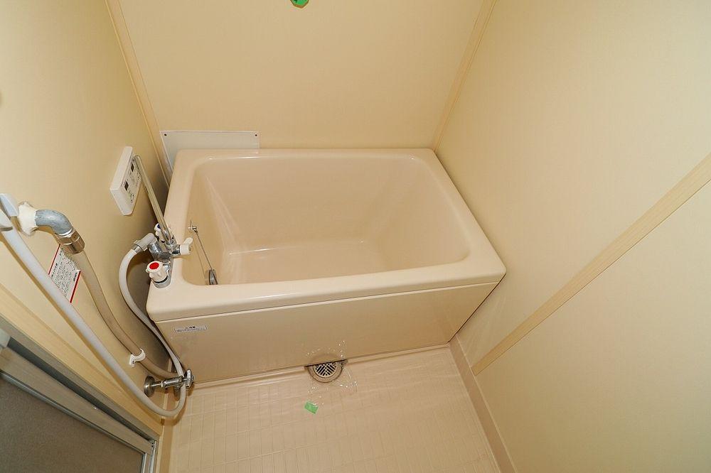 1Kでは珍しい追焚付き 浴槽でゆっくり浸かって、疲れも取れます♪